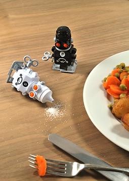 Netradiční pepřenka a slánka v podání robotů na klíček.