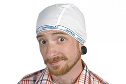 Nasadit si na hlavu čepici ze spoďárů vyžaduje pořádnou dávku odvahy.